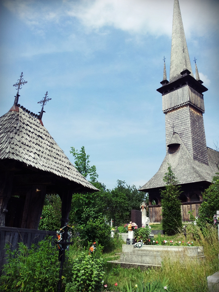 Bisericile de lemn de la Surdesti si Plopis