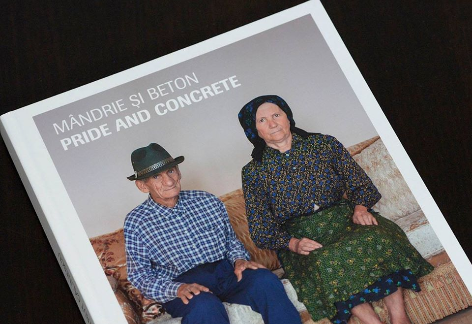 "Proiectul fotojurnalistic ""Mandrie si beton"" demonstreaza cum emigratia distruge traditia"