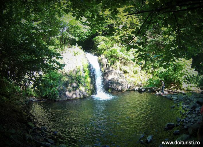 Cascada Stur – Blidari (bine, bine ascunsa)