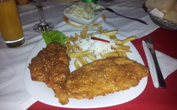 Restaurant Teoil – Șnițel de pui crocant și delicios