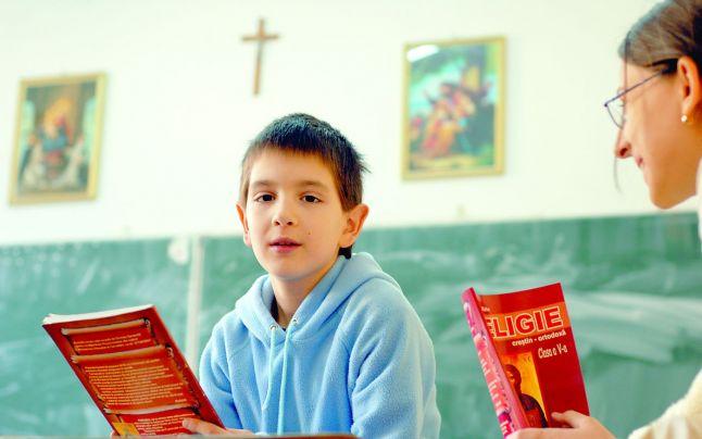 Religia nu mai are statut obligatoriu în școli