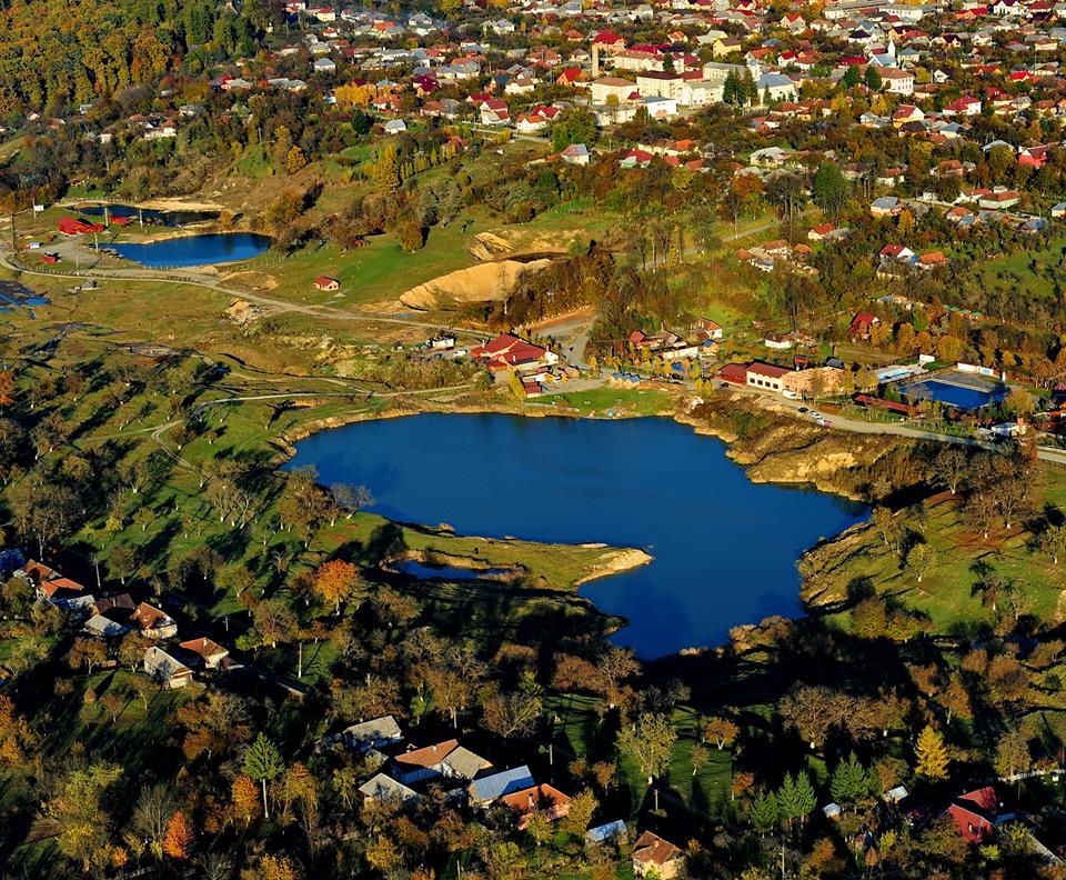 Lacurile de lângă Ocna Șugatag