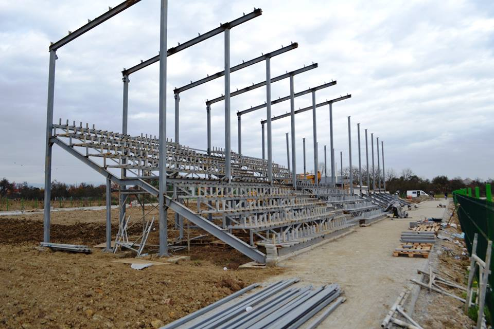 Stadion în construcție la Fărcașa
