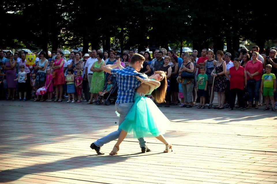 Clubul Prodance 2000: niciodată nu e prea târziu să înveți să dansezi