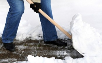 7 somații și 130 de avertismente pentru îndepărtarea zăpezii de pe trotuare