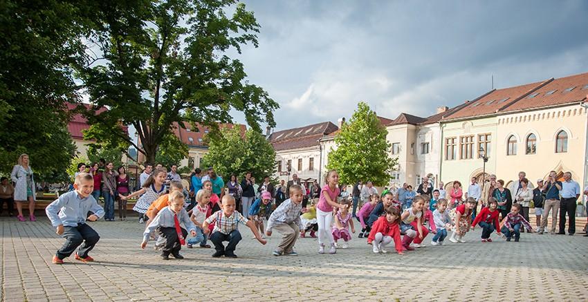 dans copii in Piata Millenium - iul.2013