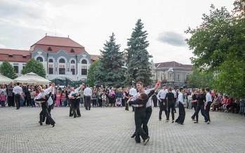 Prodance 2000 vă invită azi la ora 18.00 în Piața Millenium la celebrarea Zilei Internaționale a Dansului