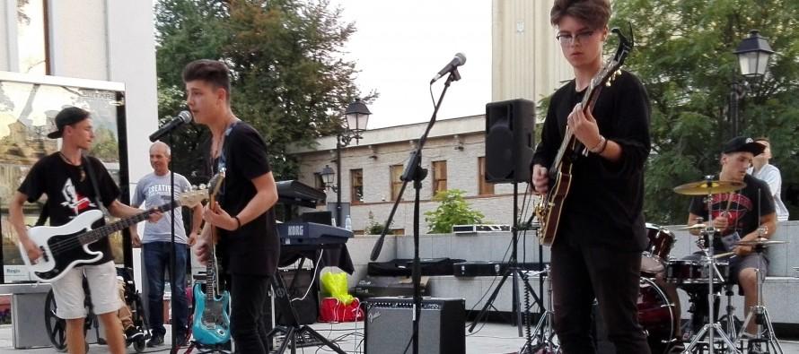 Tinerii băimăreni au dus muzica în stradă