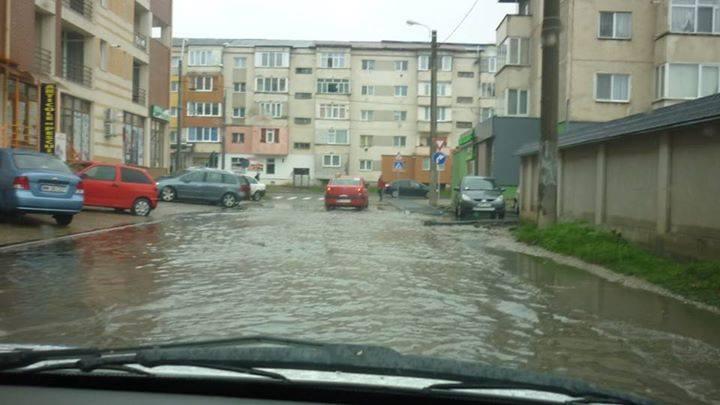 Strada inundata. Mai lipseste pestele…