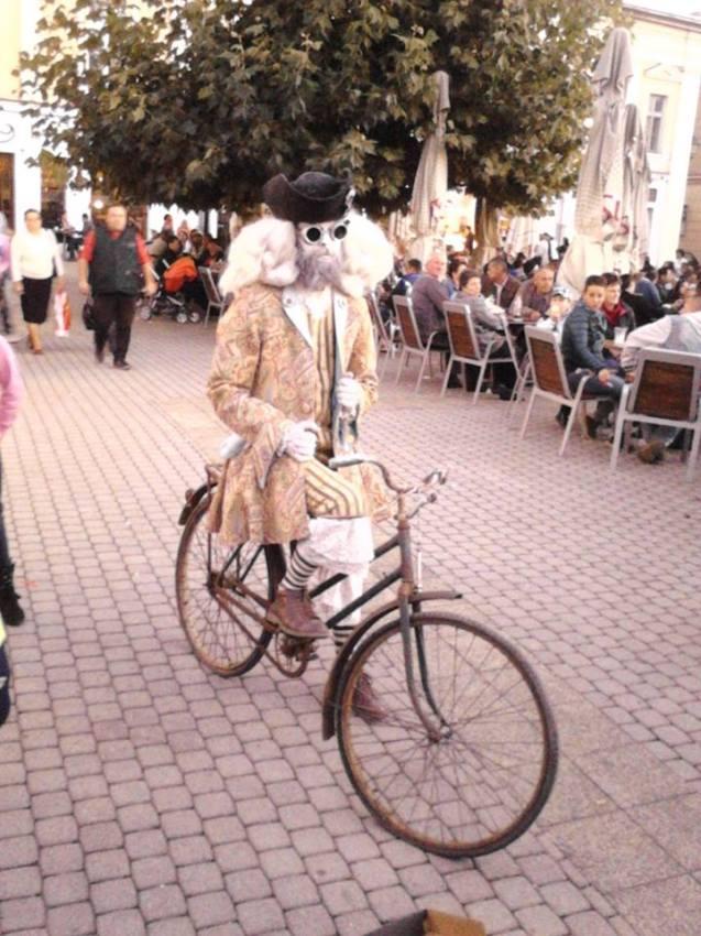 Florin Manca-statuie umana Centrul Vechi Baia Mare