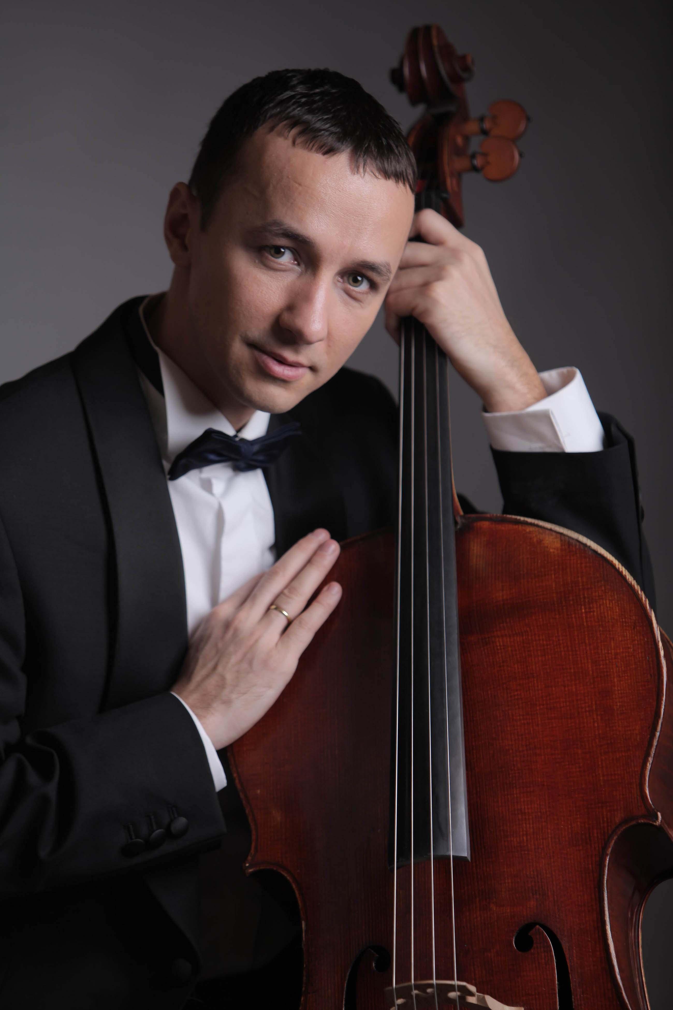Violoncelistul Razvan Suma da spectacol asta-seara la Liceul de Arta