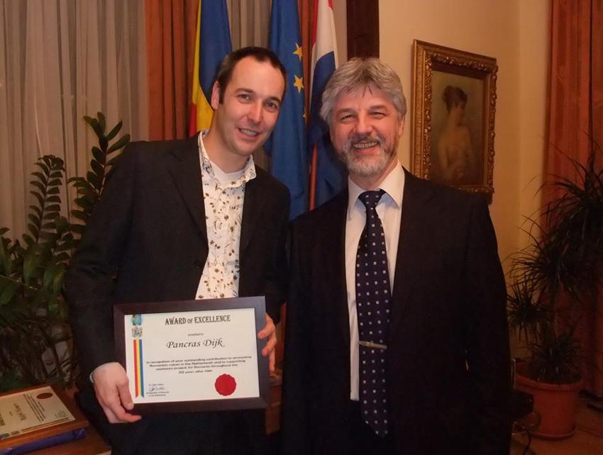 Premiu de excelenta (cu ambasadorul Romaniei in Olanda)