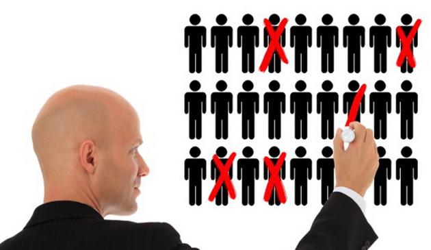 Pe ce criterii credeți că se fac angajările în instituțiile publice?