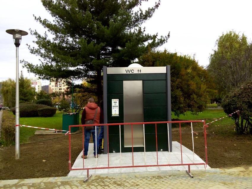 Noile toalete publice ne costă 18.300 de euro lunar