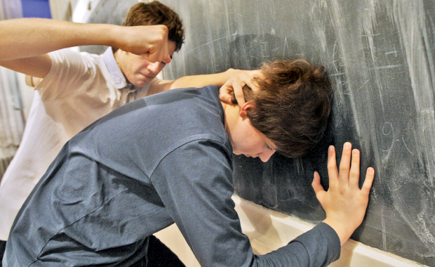 Ce părere aveți despre violența din şcoli? Comentați şi câştigați o pizza