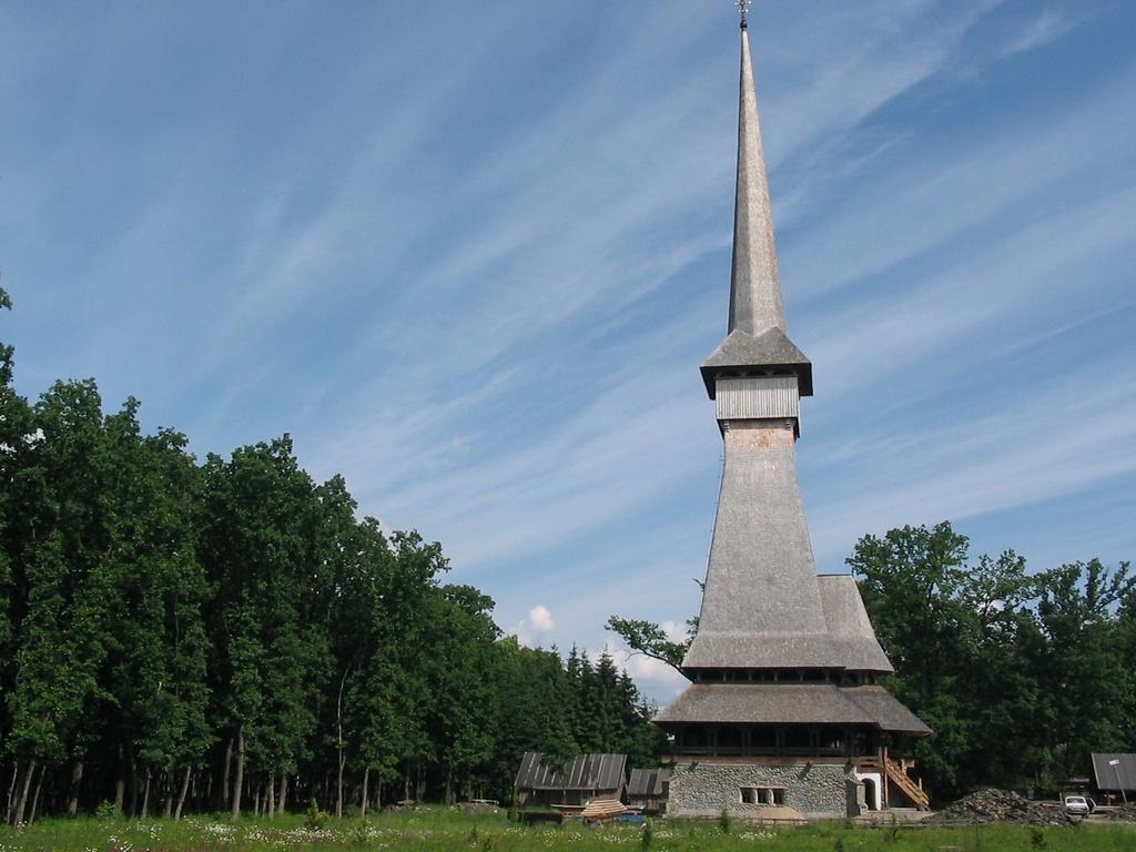 Cea mai înaltă Biserică de lemn din lume, în Maramureș