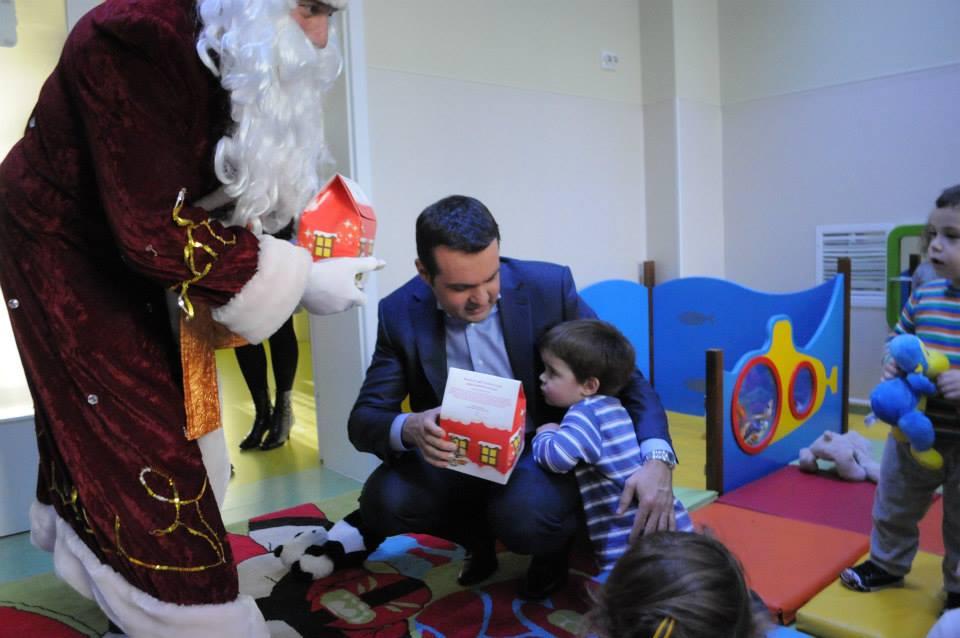 Cadourile de Crăciun din bani publici, folosite pentru propaganda personală a primarului Cherecheș