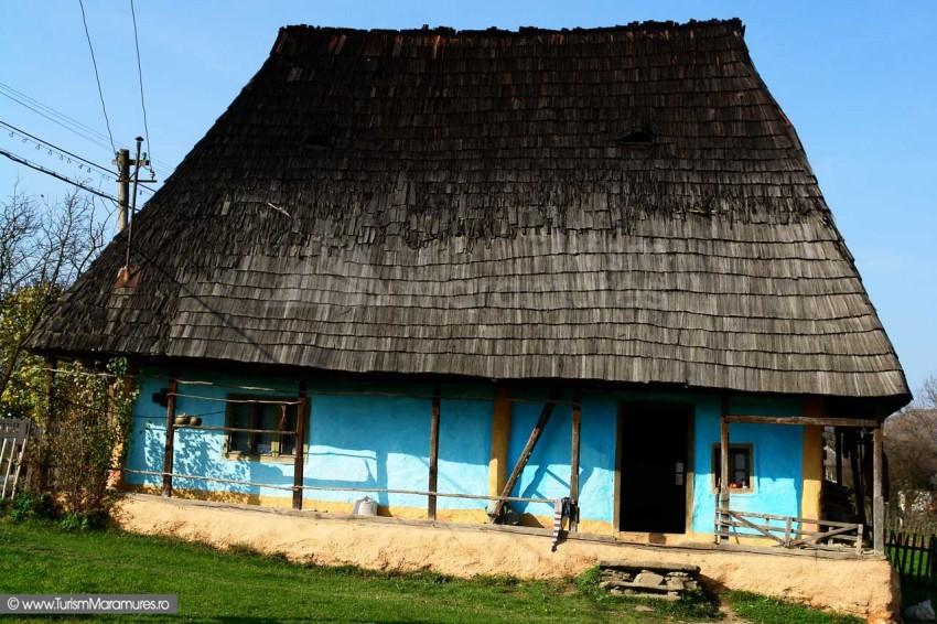 Casa-traditionala-din-Costeni-Maramures