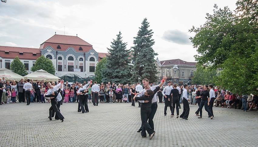 eveniment dans in  Piata Millenium - iul. 2013