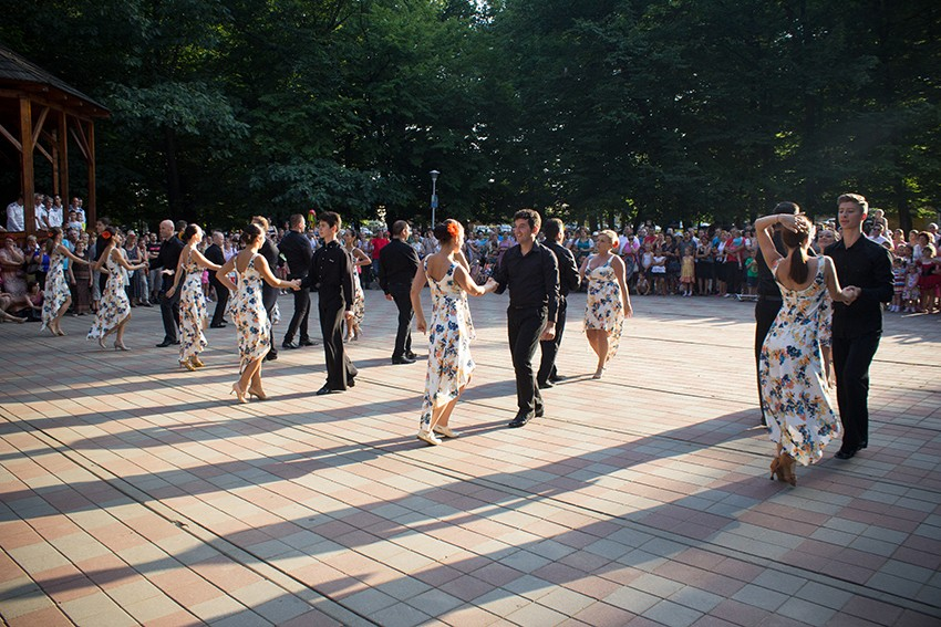 eveniment dans in parc - aug. 2014