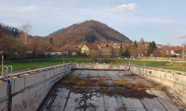 """Bine ați venit la Ștrandul """"Cătălin Cherecheș"""". Galeria foto a dezastrului."""